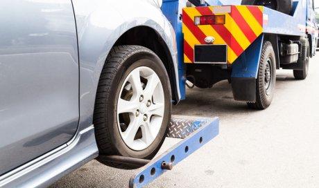 Intervention d'une dépanneuse pour accident de poids lourds à Saint-Quentin-Fallavier