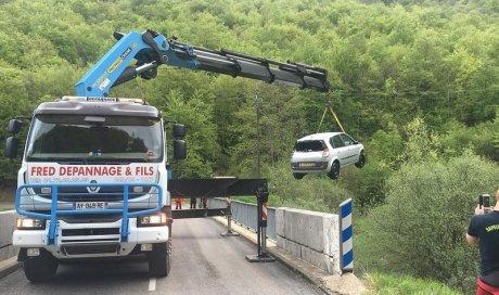 Entreprise de relevage pour une voiture tombée dans un fossé Meyzieu
