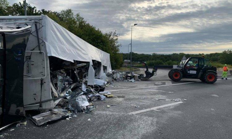Relevage camion accidenté et nettoyage autoroute Meyzieu
